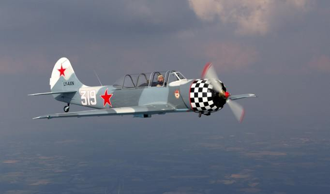 Kunstflug YAK 52 in Oldenburg